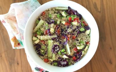 Ensalada de quinoa con aderezo de jengibre